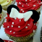 minnie mouse cupcakes red white bows spots dots