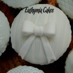 stripes blue white bow Valentine's Day cupcakes fondant