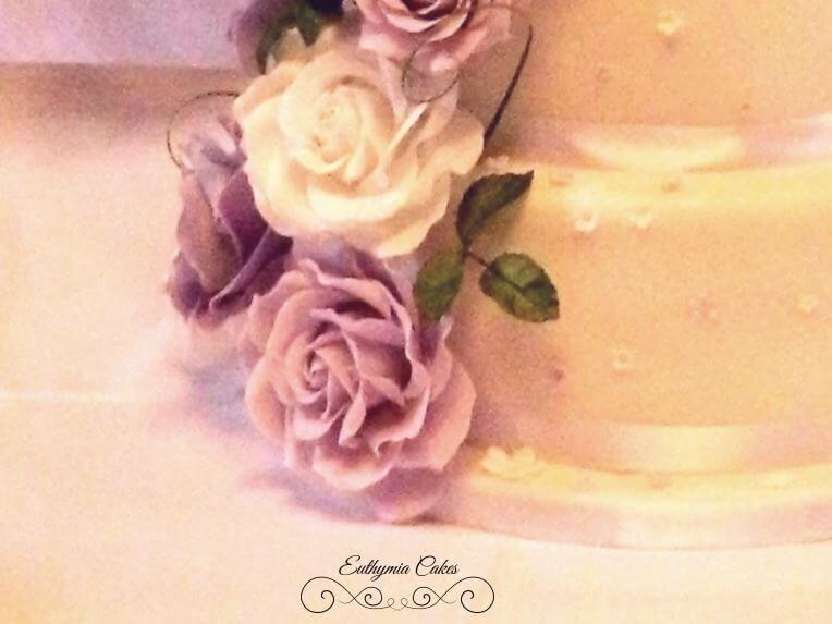 Cake toppers sugar white and purple roses
