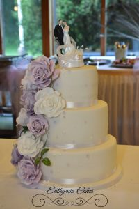 Wedding cakes with sugar flwoers roses purple and white cake pistachio vanilla carrot