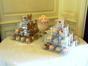 Cupcake wedding favours untraditional wedding cakes